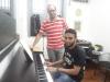 Aula de piano e improvisação.