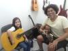 Pura alegria na aula de violão!