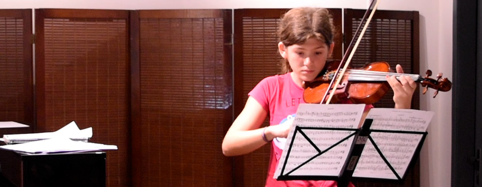 Aluna de Violino, Piano e Teatro